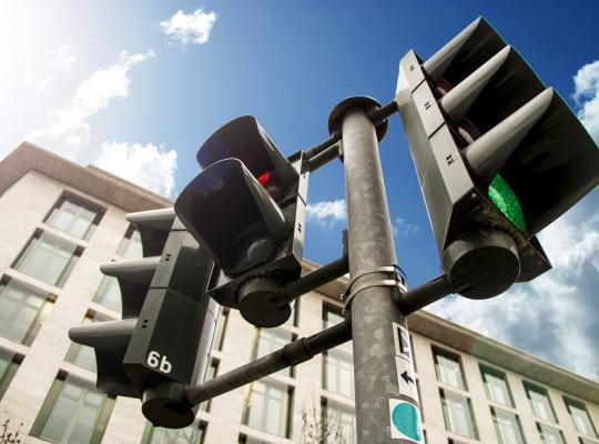 """Minister Weyts: """"Slimme verkeerslichten maken verkeer vlotter en veiliger"""""""