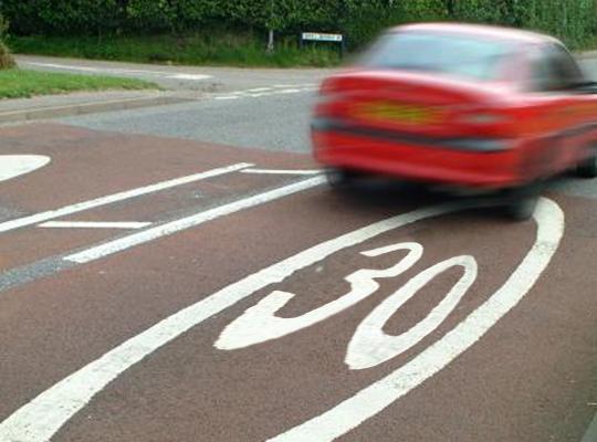 Minister Weyts verhoogt verkeersveiligheid rond scholen