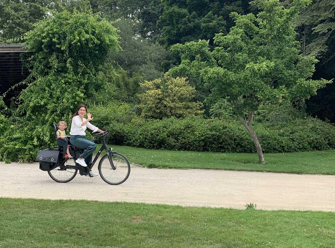 Zuhal Demir op de fiets
